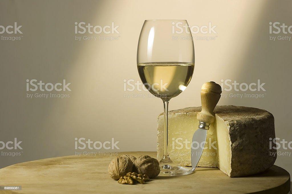 Weißen Wein Glas und Käse Lizenzfreies stock-foto