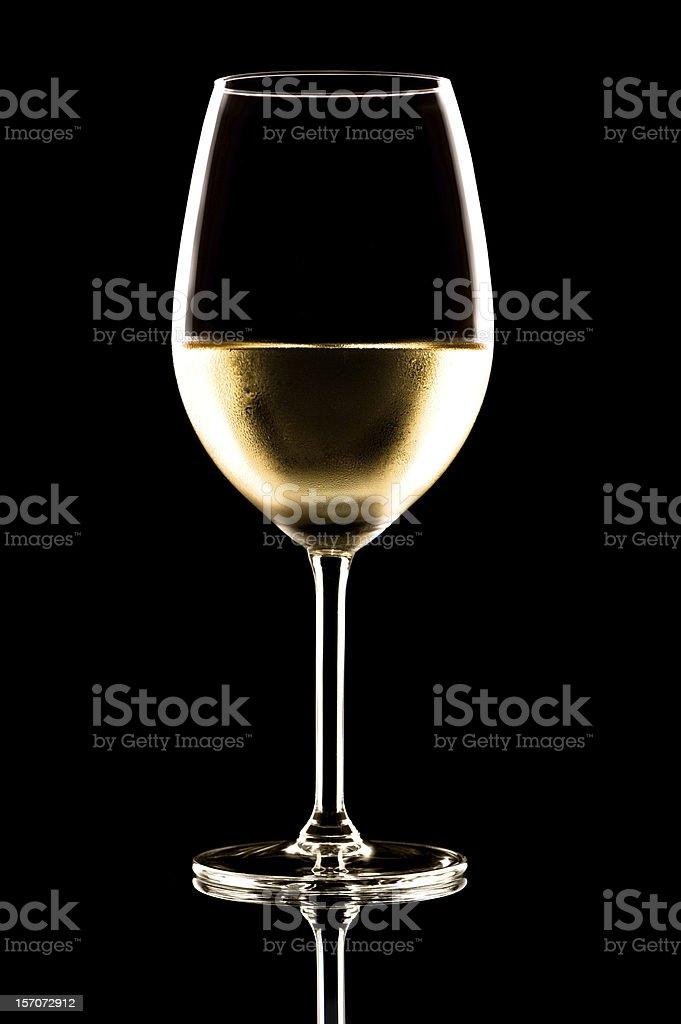 Bicchiere da vino bianco su nero - foto stock