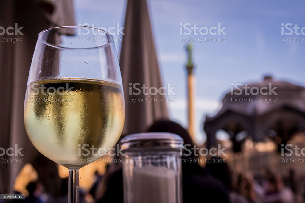 White Wine Glass Outdoor Restaurant Schlossplatz Stuttgart Germany Lizenzfreies stock-foto
