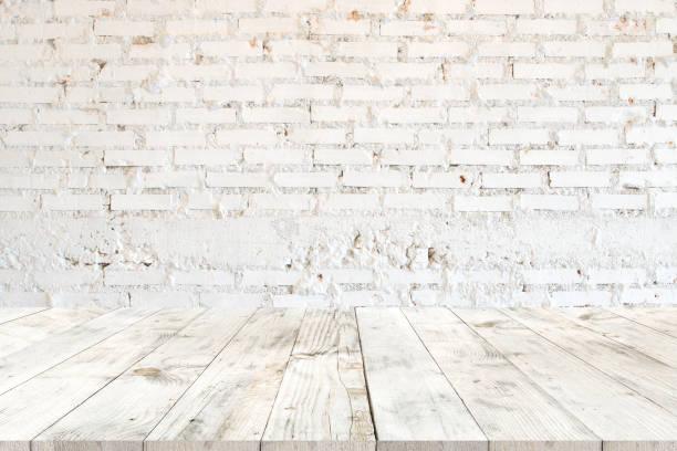 weißer holztisch für produkt - küche rustikal gestalten stock-fotos und bilder
