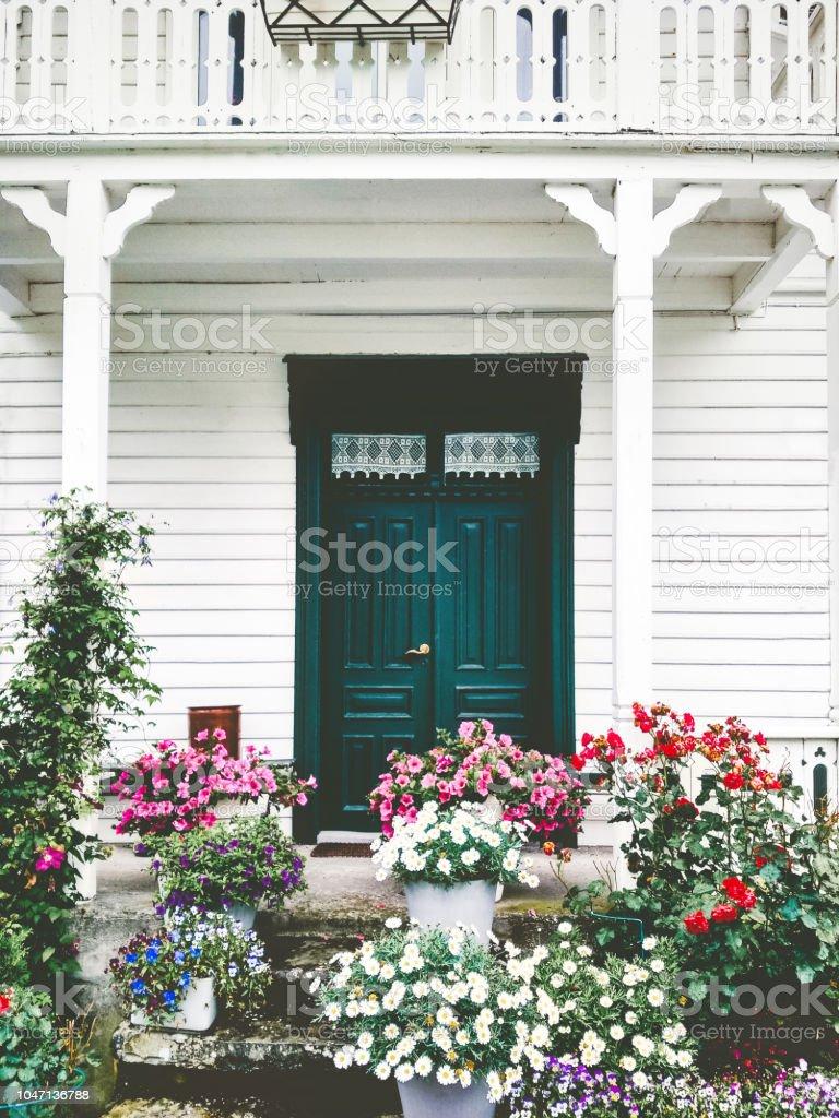 País De Madera Blanco Casa Entrada Puerta Terraza Acogedor