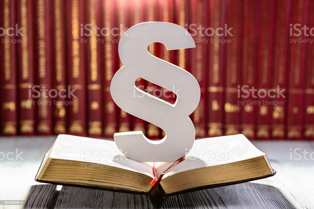Weiße Holz Ziffer das Symbol der Gesetz – Foto