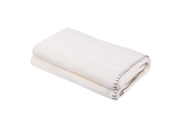 witte wollen deken geïsoleerd op een witte achtergrond. - deken stockfoto's en -beelden