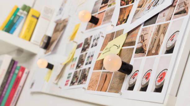 quadro com fotografias e notas autoadesivas em uma parede magnética - mood board - fotografias e filmes do acervo