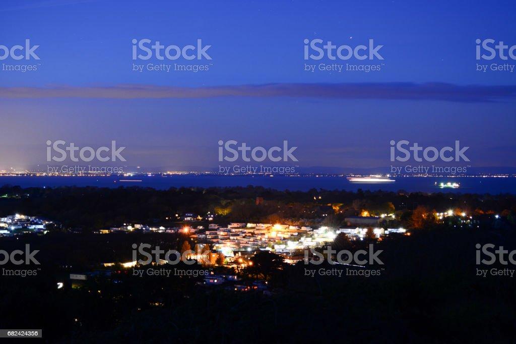Whitecliff Bay sur l'île de Wight dans la nuit photo libre de droits