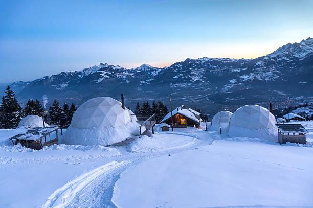 whitepod winter iglus - hotel alpenblick stock-fotos und bilder