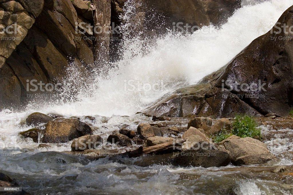 Whitewater in Boulder Falls Colorado royaltyfri bildbanksbilder
