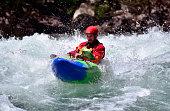 Kayak de aguas blancas en Patagonia, Argentina.