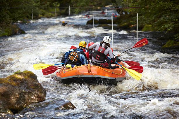 whitewater rafting. river tryweryn, north wales - caernarfon and merionethshire stockfoto's en -beelden