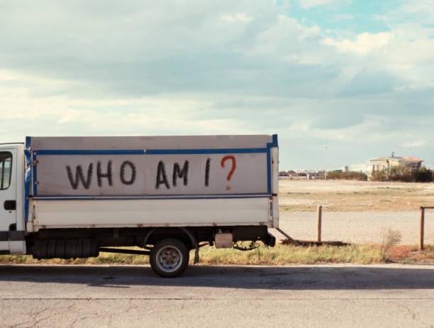 wer bin ich? identitätskrise - schlechte zitate stock-fotos und bilder