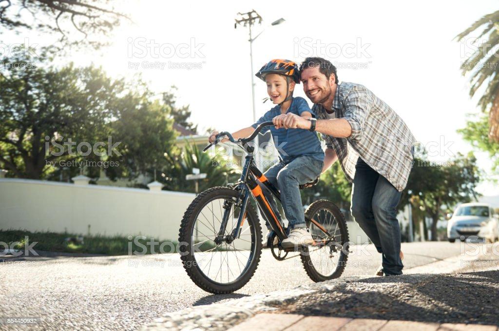 Wer könnte das besser als mit Papa fahren lernen – Foto