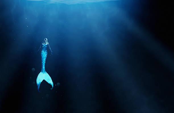 wer weiß, was aus den ozean tiefen halten? - elfenkostüm damen stock-fotos und bilder