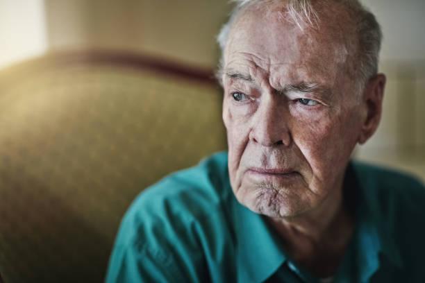 who will take care of you when you're old? - uomo nostalgia foto e immagini stock