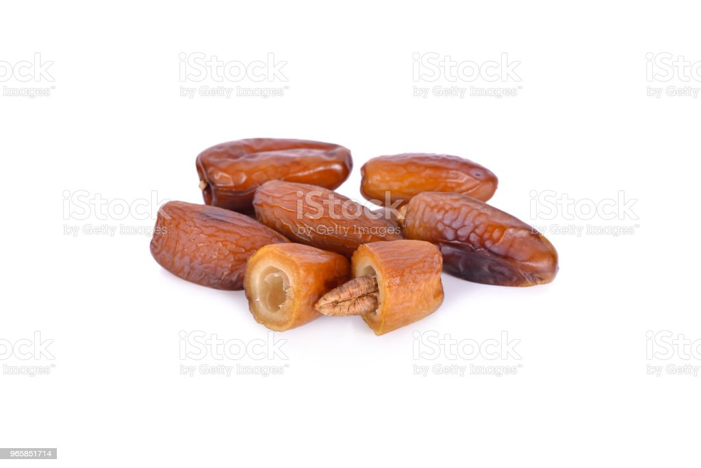 hele en halve datum fruit met zaad op witte achtergrond - Royalty-free Arabië Stockfoto