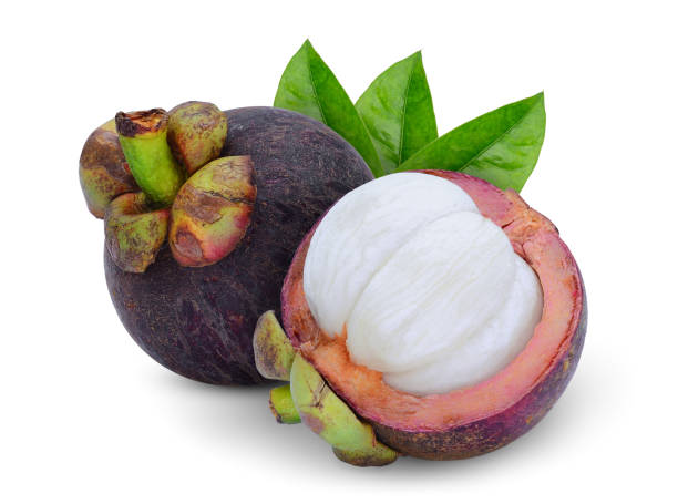 whole and half mangosteen with leaves isolated on white background – zdjęcie