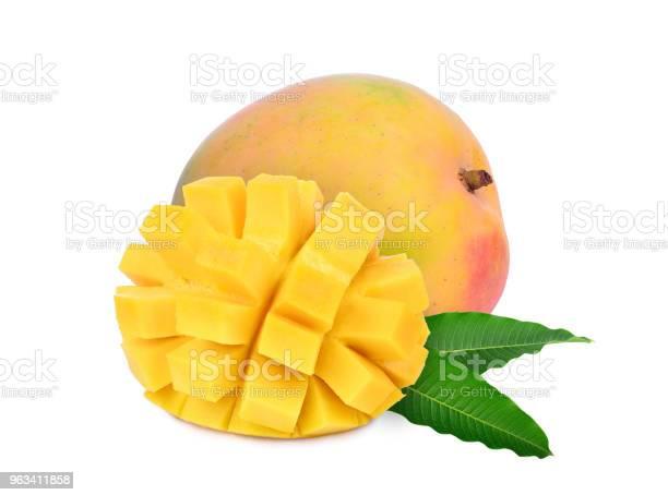 Całe I Plastry Dojrzałego Mango Z Liśćmi Izolowanymi Na Białym Tle - zdjęcia stockowe i więcej obrazów Mango