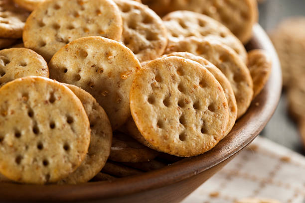 whole grain wheat round crackers - 克力架 個照片及圖片檔