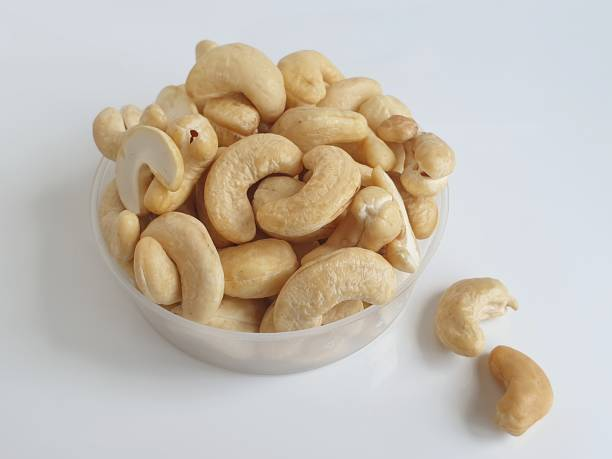 whole raw cashew nut on white background – zdjęcie