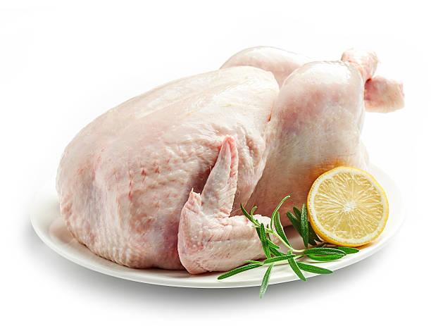 whole raw chicken - foto de acervo