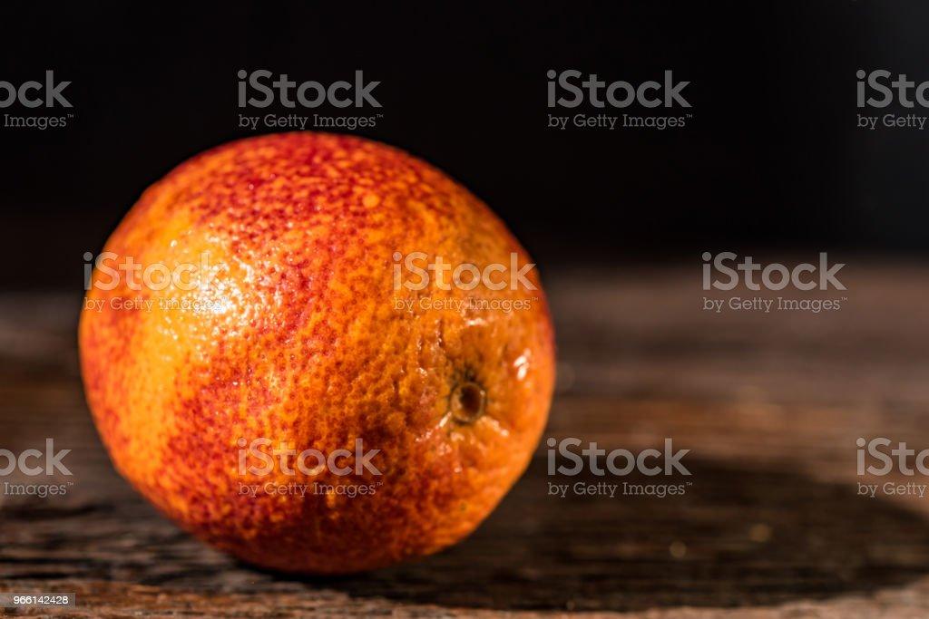 Whole ripe juicy Sicilian Blood orange - Foto stock royalty-free di Alchol