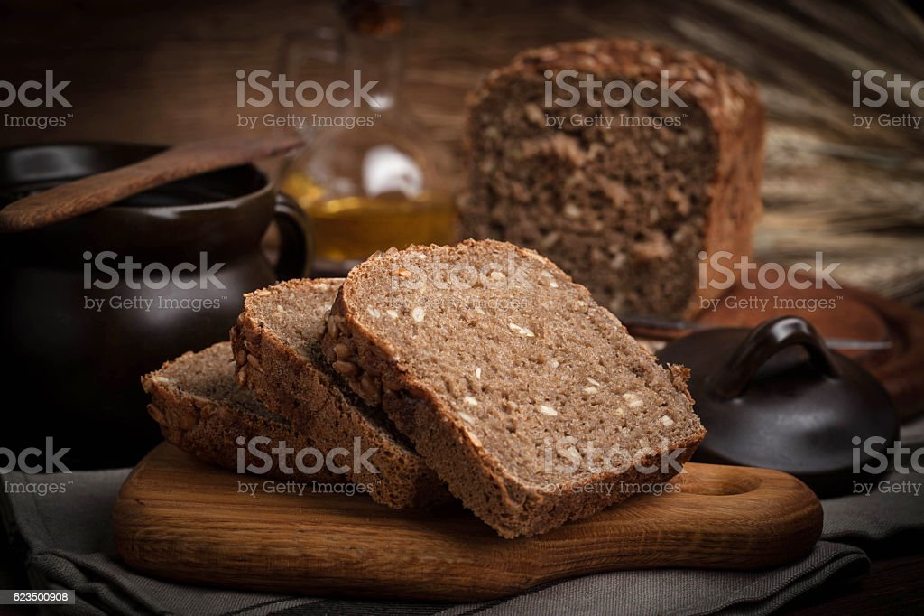 Wholemeal bread with sunflower seeds. – Foto