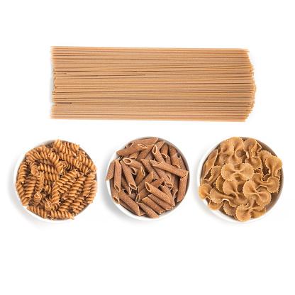 Wholemeal Pasta Spaghetti Penne And Fusilli Foto de stock y más banco de imágenes de Alimento