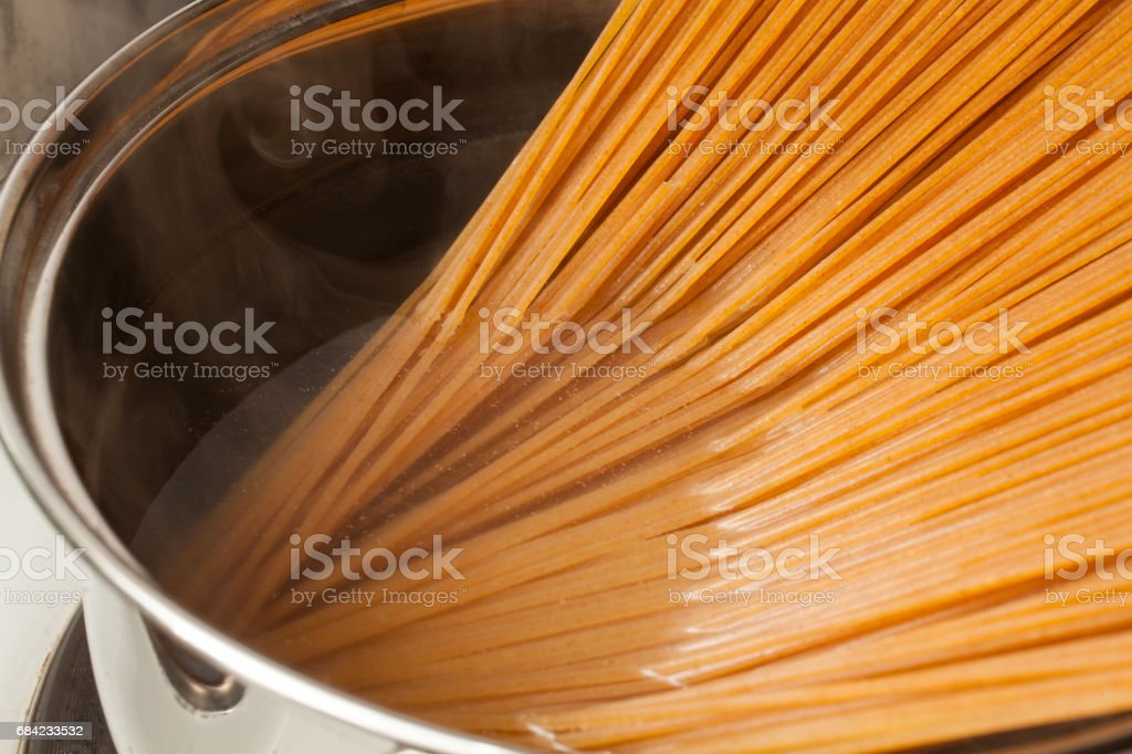 Wholemeal spaghetti photo libre de droits