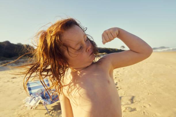 que es un gran niño? - macho fotografías e imágenes de stock