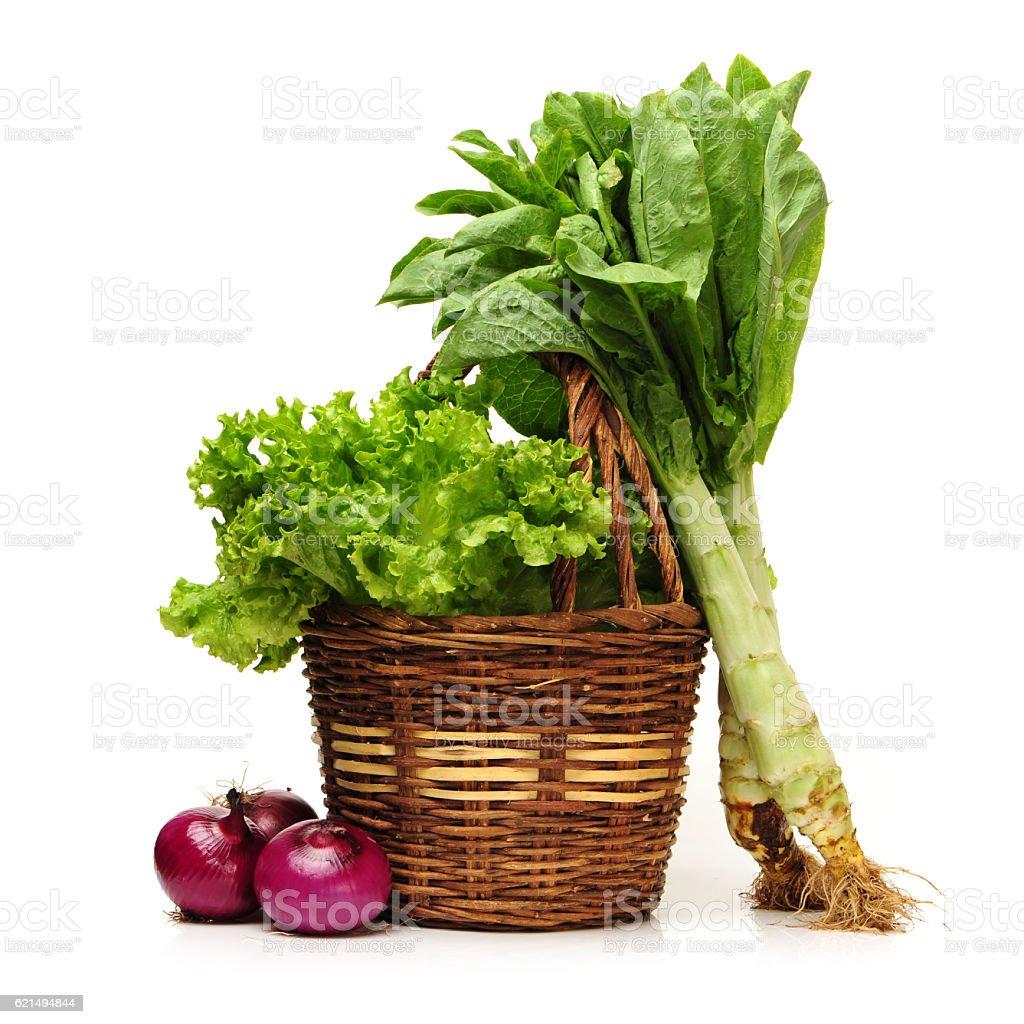 Cesto di vimini di verdure fresche foto stock royalty-free