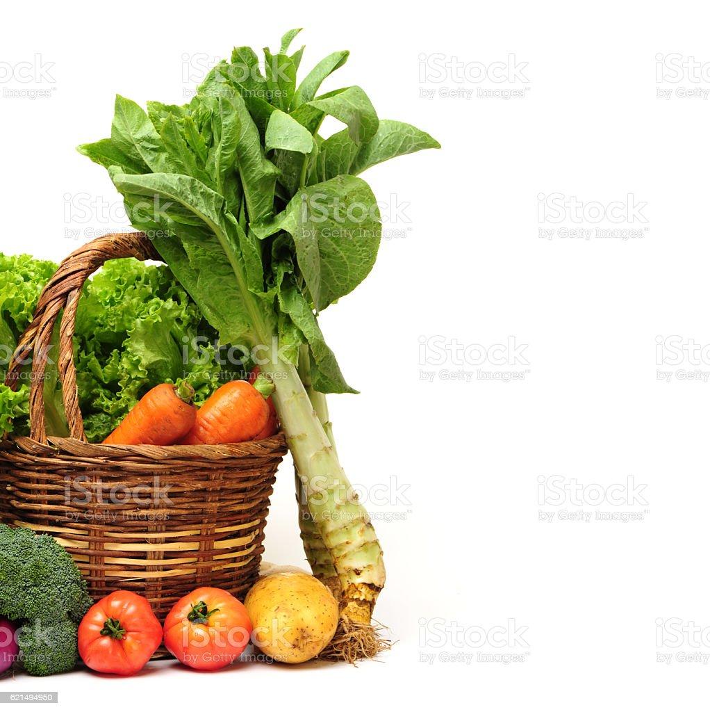 Weidenkorb mit frischem Gemüse Lizenzfreies stock-foto