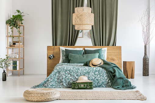 istock Wicker lampshade above bed 866546904