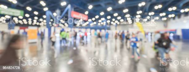 Wide abstract view blurred people at sport event expo picture id954824728?b=1&k=6&m=954824728&s=612x612&h=es hgk3 m9qxwnemhxvncqcyhcxtcyq8flzsfefjbrg=