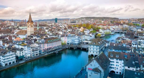 Weitwinkel-Ansicht von Zürich im Frühling – Foto