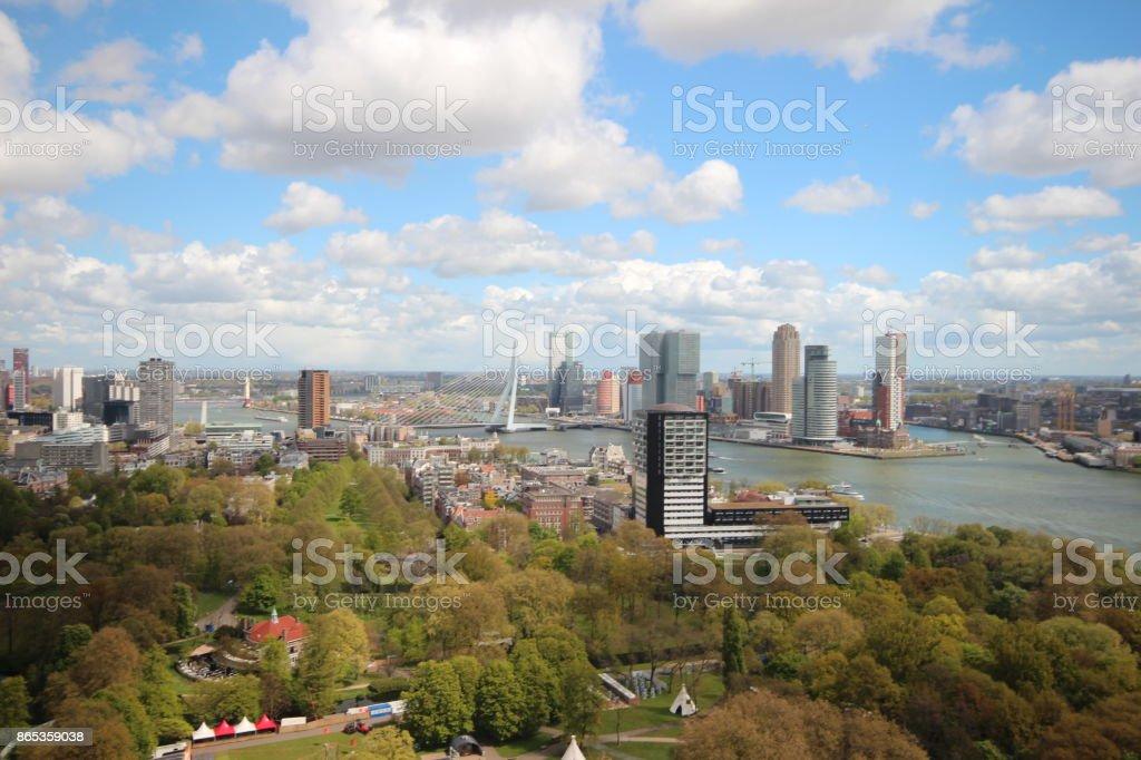 Breed overzicht stad Rotterdam vanaf de Euromast foto