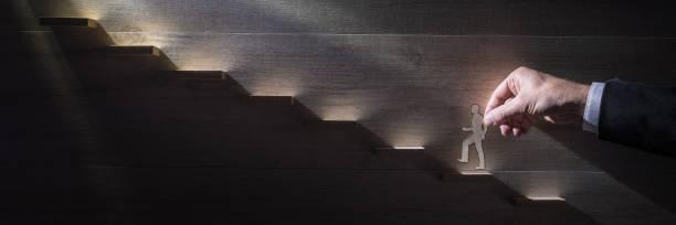 Große Panoramabild eines Geschäftsmannes, Klettern die Karriereleiter – Foto
