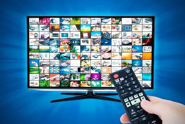 breitbild-fernseher mit high-definition-videos. - 4k led tv stock-fotos und bilder