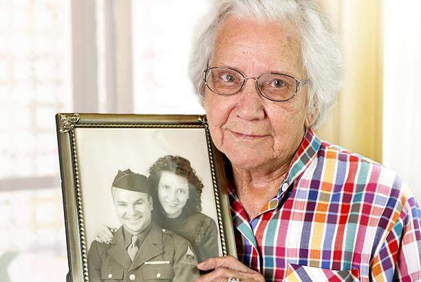 veuf/veuve grand-mère - veuve photos et images de collection