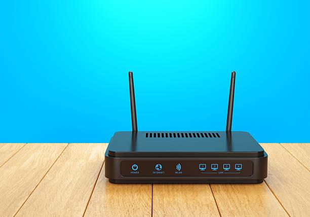w-lan router auf holztisch - router stock-fotos und bilder