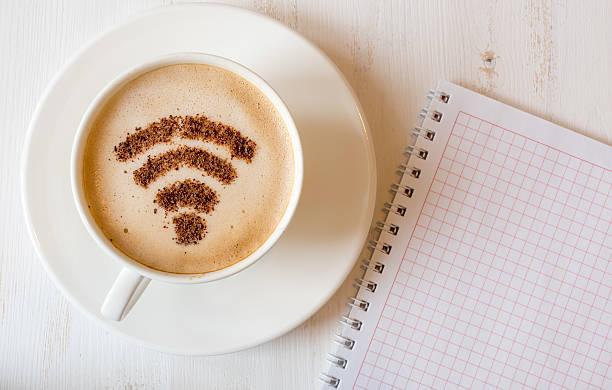 wifi-symbol gemacht aus zimt wie kaffee dekoration - iphone gratis stock-fotos und bilder