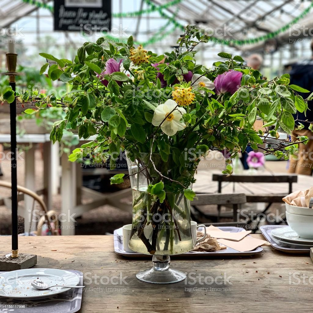 Flower centerpiece with rustic and wild flowers