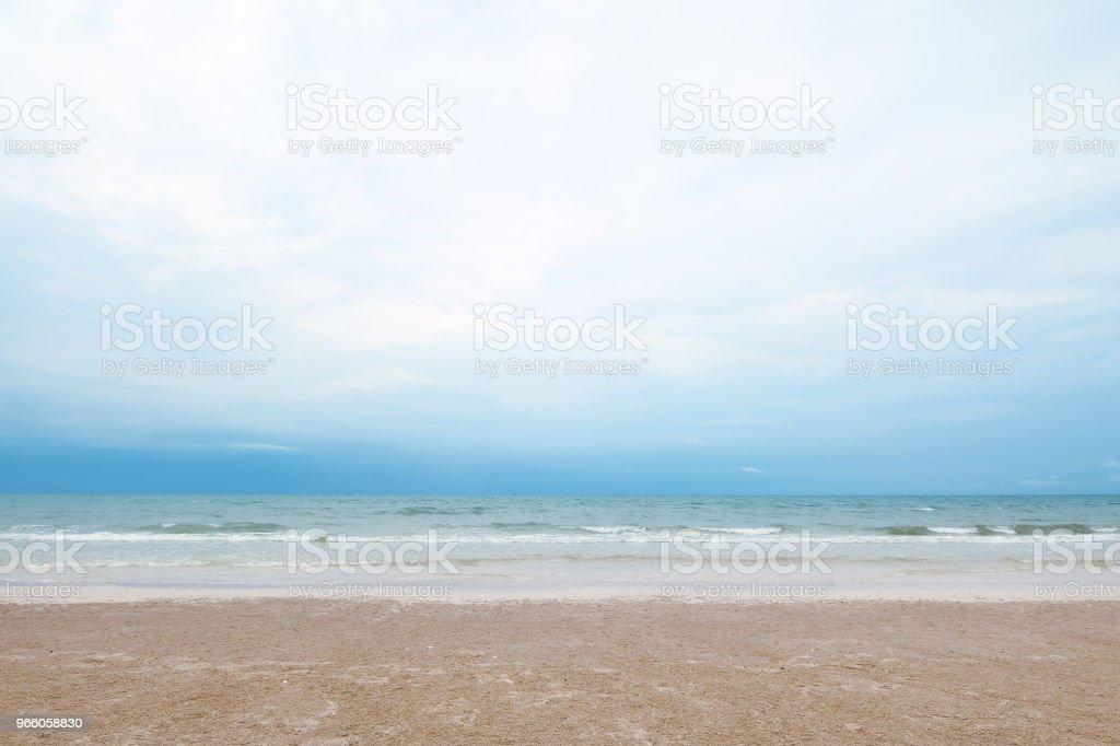 Wild beach bakgrund - Royaltyfri Blå Bildbanksbilder