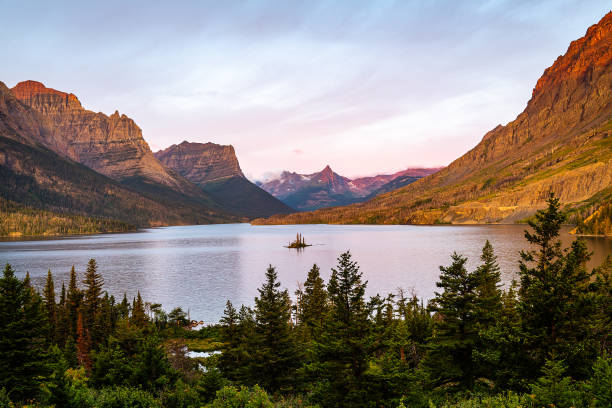 wild goose island at dawn - st. mary lake stock pictures, royalty-free photos & images