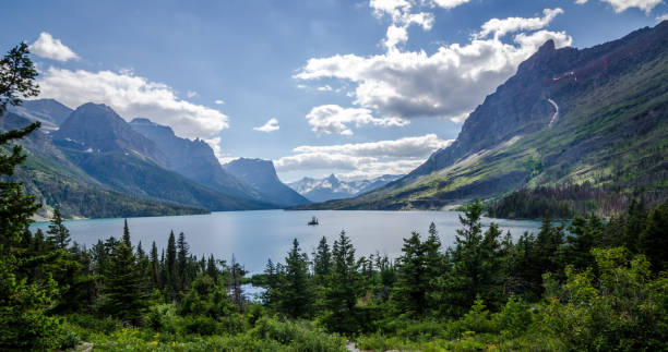 wild goose island in st. mary lake, glacier national park. - going to the sun road stock pictures, royalty-free photos & images