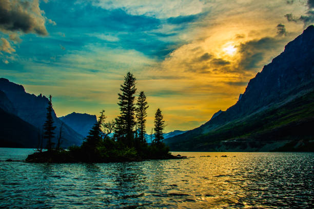 wild goose island sunset - st. mary lake stock pictures, royalty-free photos & images