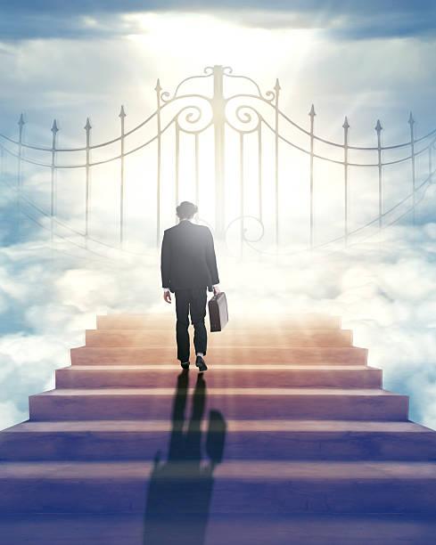 wird die gates of heaven für mich? - engelportal stock-fotos und bilder