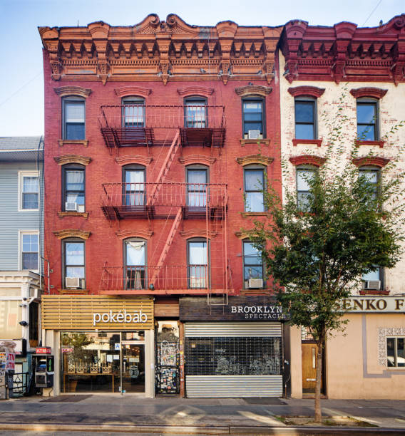 Williamsburg Brooklyn prédios com lojas e restaurantes de nível ruas - foto de acervo