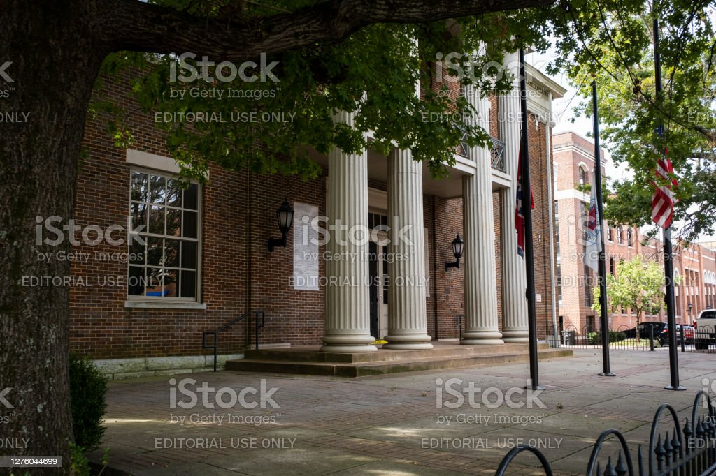 Williamson County Court House Franklin, TN USA - September 22, 2020: Downtown Franklin on a weekday morning. Flags are at half-staff in honor of Supreme Court Justice Ruth Bader Ginsburg who died four days earlier. Architecture Stock Photo