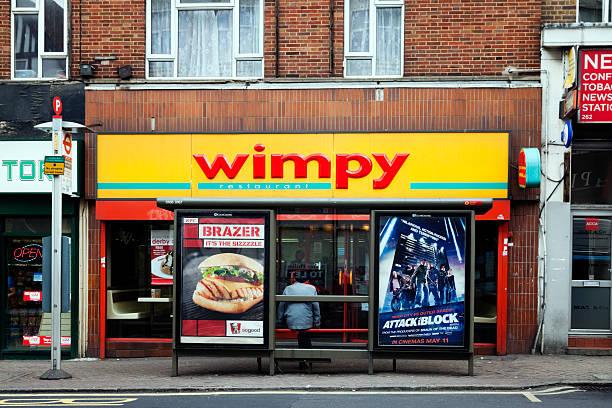 """restaurant shop und wimpy der bushaltestelle"""" - beckenham town stock-fotos und bilder"""