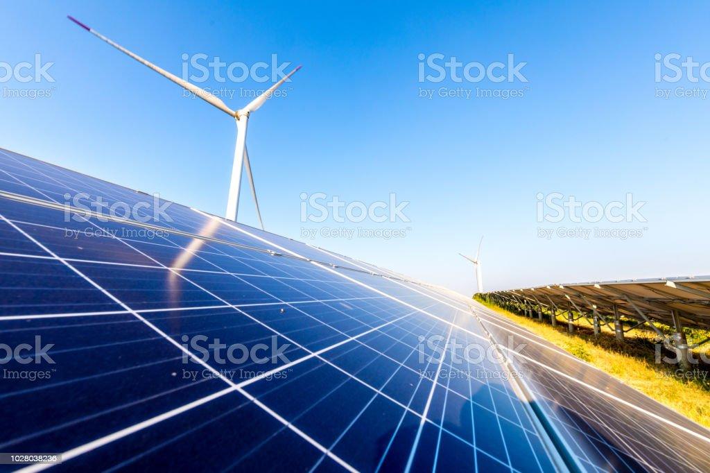 Wind- und Solarkraftwerke - Lizenzfrei Ausrüstung und Geräte Stock-Foto