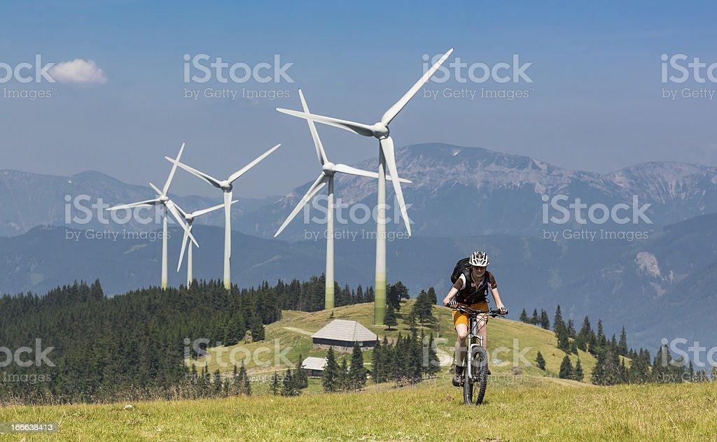 Wind-Energie trifft auf Fahrrad power Lizenzfreies stock-foto